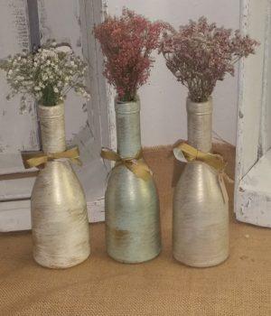media botella en colores verde laurel y crema con terminación en dorado viejo.